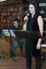śpiewa Dominika Świątek, akompaniuje Marcin Dąbrowski